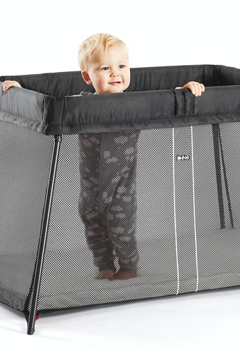 Travel Cot Light Black in airy mesh - BABYBJÖRN