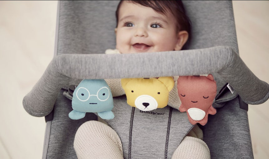 Bouncer Bliss Light Grey in 3D Jersey with Toy Soft Friends - BABYBJÖRN