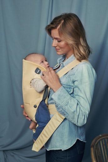 Porte-bébé Mini Jaune clair en Coton - BABYBJÖRN