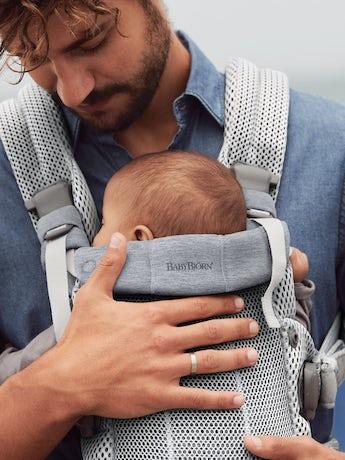 Porte-bébé Harmony Argent 3D Mesh avec un support lombaire rembourré et une conception physiologique.