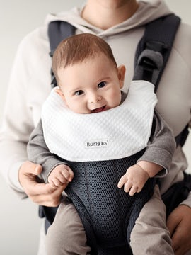 Soft bib for baby carrier Harmony that protects your baby carrier and keeps it clean longer