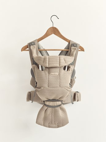 Porte-bébé Free Beige Gris, un porte-bébé physiologique, simple et flexible en filet 3D doux