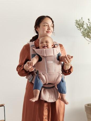 Porte-bébé Free Rose poudré, un porte-bébé physiologique, simple et flexible en filet 3D doux
